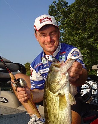 BASS PRO MARK MENENDEZ OF PADUCAH, KENTUCKY